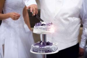 Hochzeit Torte Kuchen Lila Spitze Blüten Rosen Weiß Silber Edel Elegant