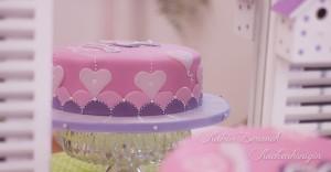 Kuchenkönigin Liebe Hochzeit Verlobung Kuchen Torte Modern Grafisch Herzen Lila Rosa Pink