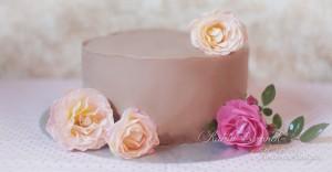 Nude Cake Kuchen Torte Praline Schokolade Rosen Schlicht Elegant Hochzeit Braun