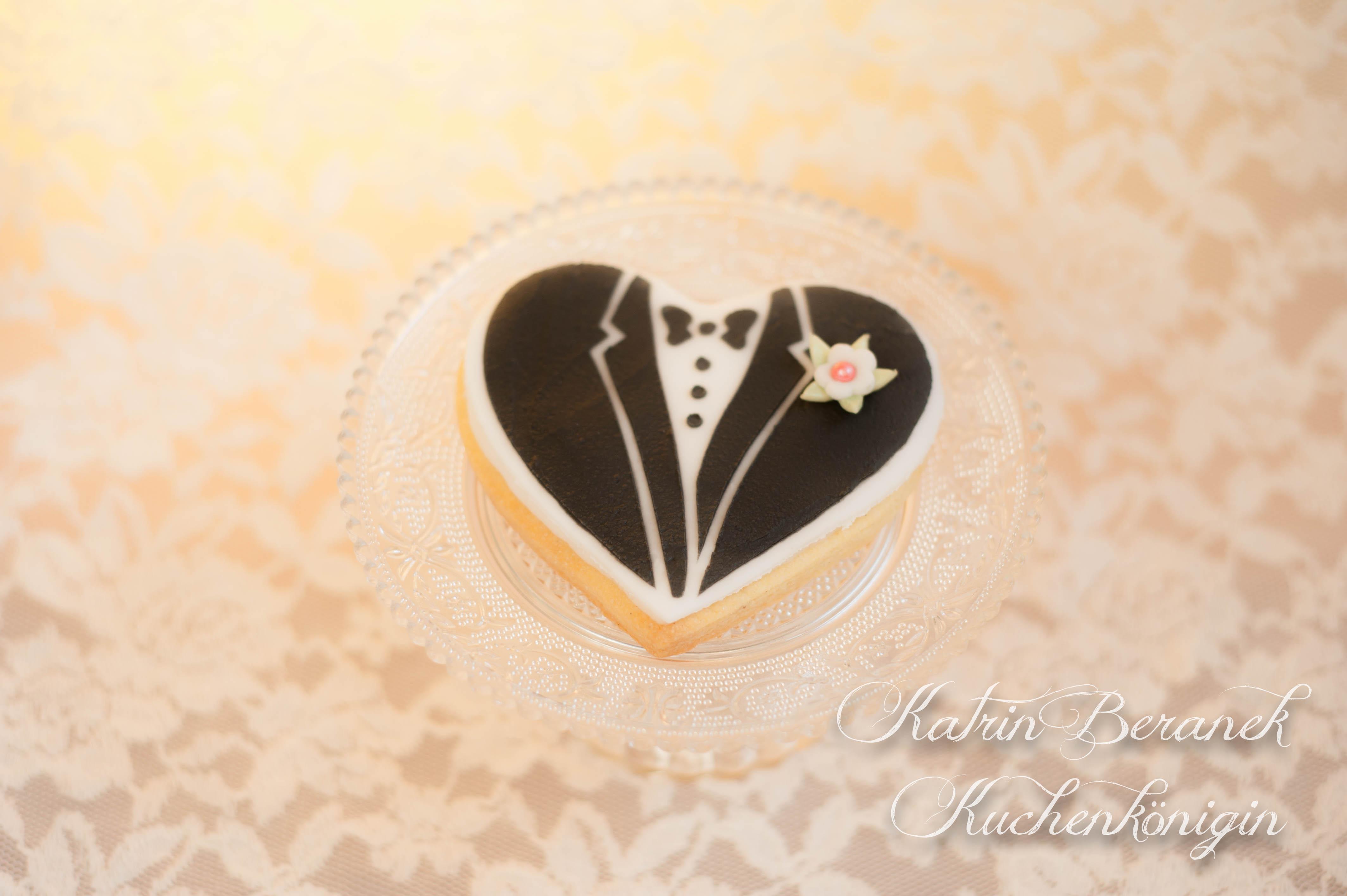 Kuchenkönigin Brautkleid Anzug Smoking Cookie Plätzchen Kekse Stencil Stenciling Schablone dekorieren Hochzeit Wedding