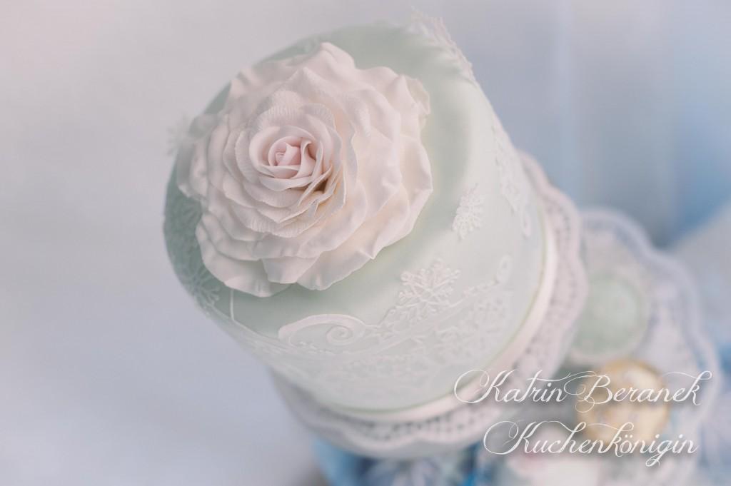 Kuchenkönigin Cupcake Wedding Hochzeit Hochzeitstorte Winterhochzeit Winter Schnee Zuckerspitze Fondant Tutorial Rezepte Cupcakes Mint Altblau Creme Rose Vintage