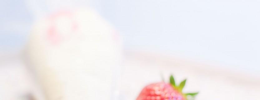 Kuchenkönigin Buttercreme Erdbeer-Sahne Cupcakes Rezept Frühling Tulpen Puddingscreme Vanille Backen