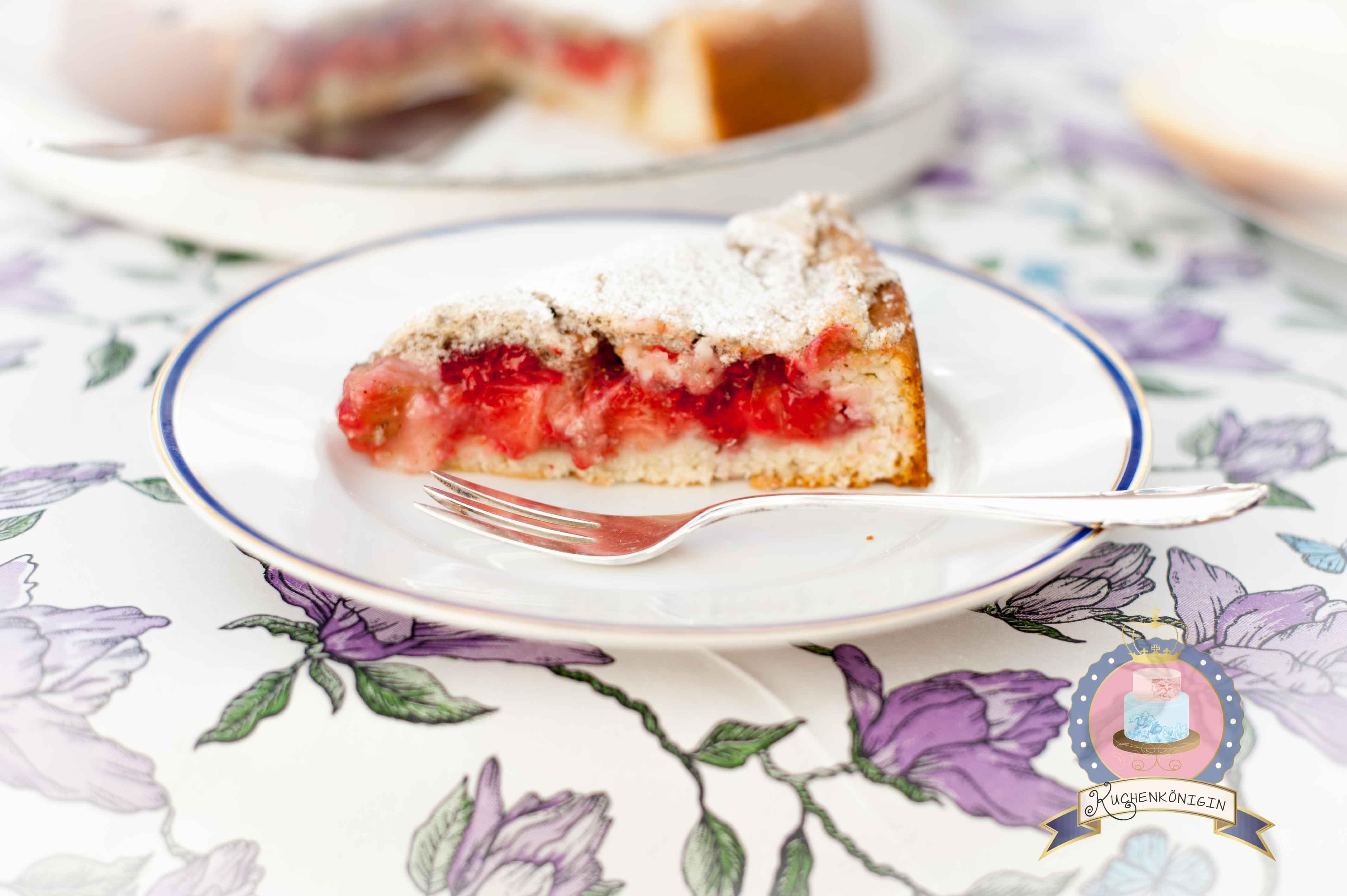 Erdbeer Himbeer Rhabarberkuchen mit Baiser