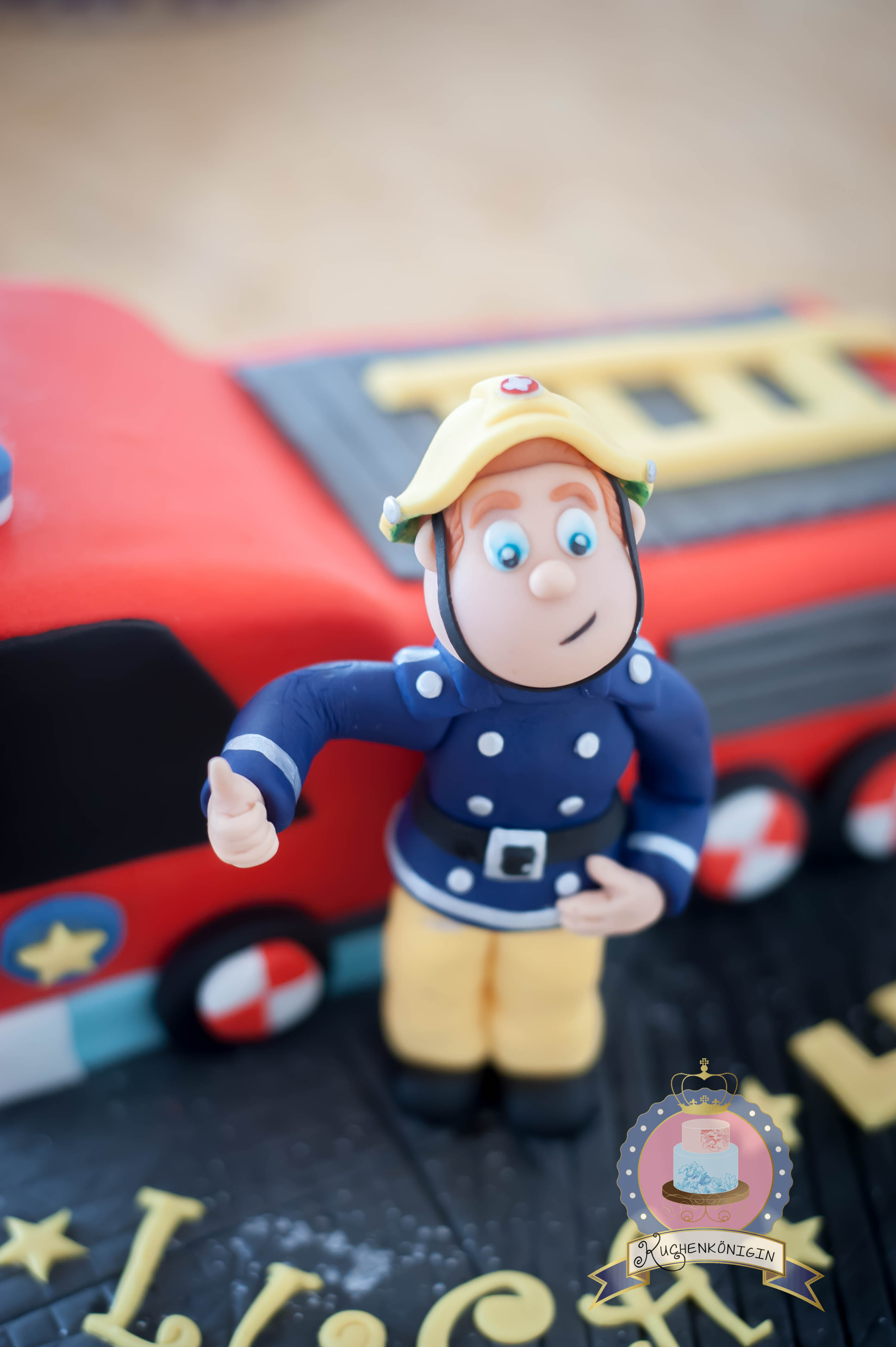 Fondant Cake Topper Tutorial Susser Feuerwehrmann Sam