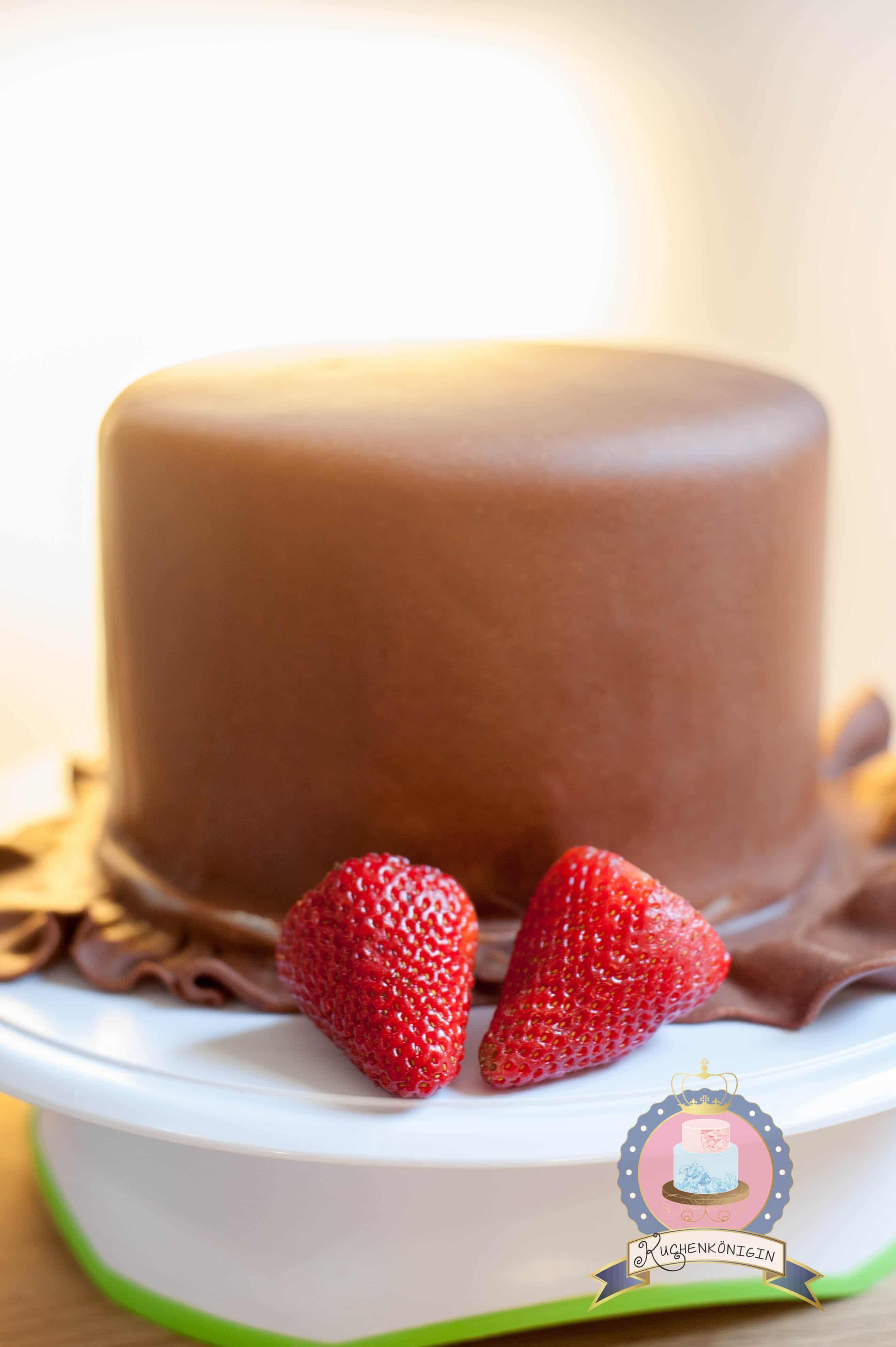 Kuchenkönigin Tutorial Cake Stencil Techniken Anleitung Tutorial Motivtorten Hochzeit Schokolade Erdbeer Schokoladenfondant Spitze Motivtorte