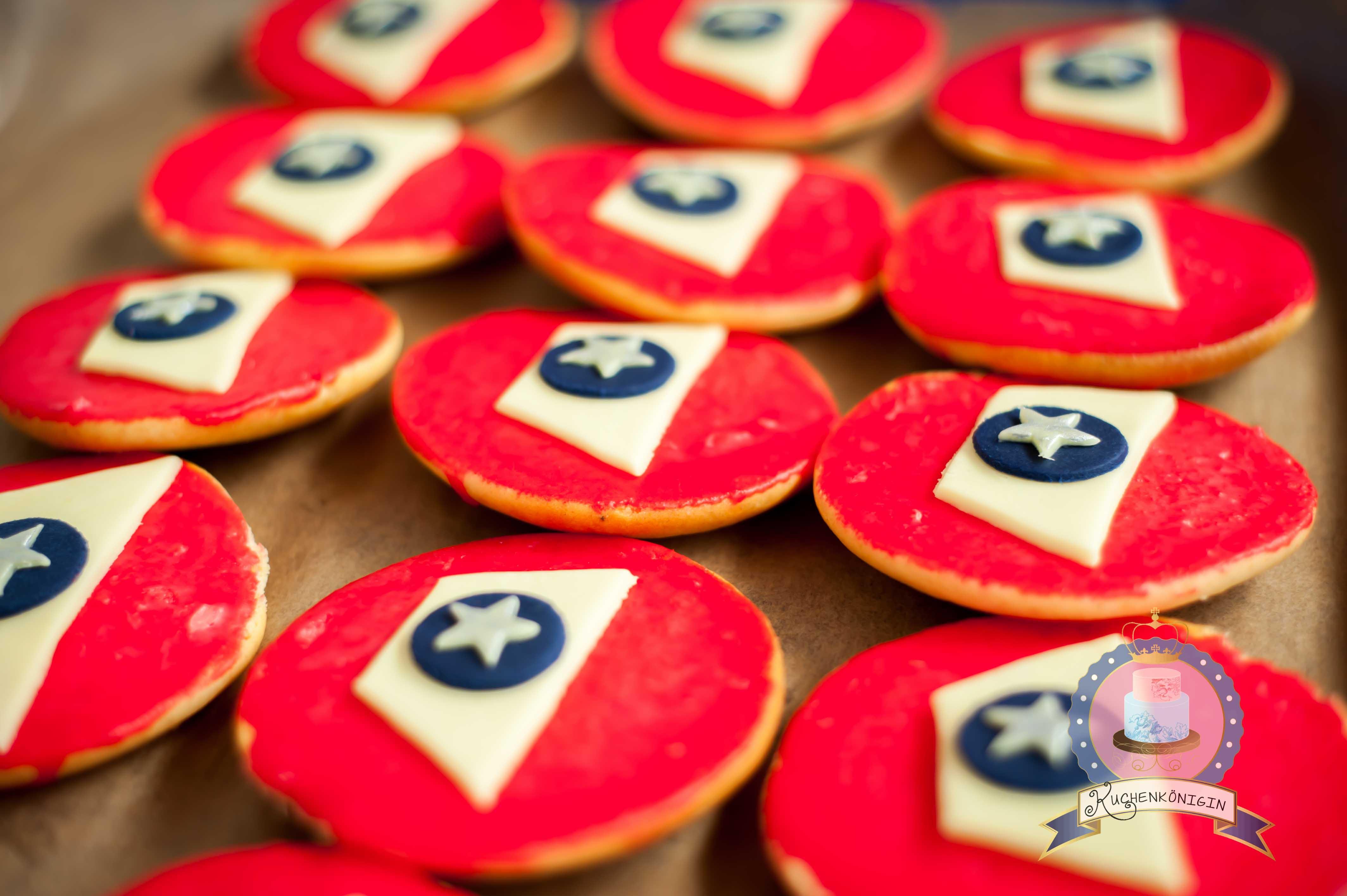 Kuchenkönigin Feuerwehrmann Sam Geburtstagsparty Kinderparty Kindergeburtstag Torte Fireman Sam Birthday Amerikaner Cupcakes Fire Flames Children