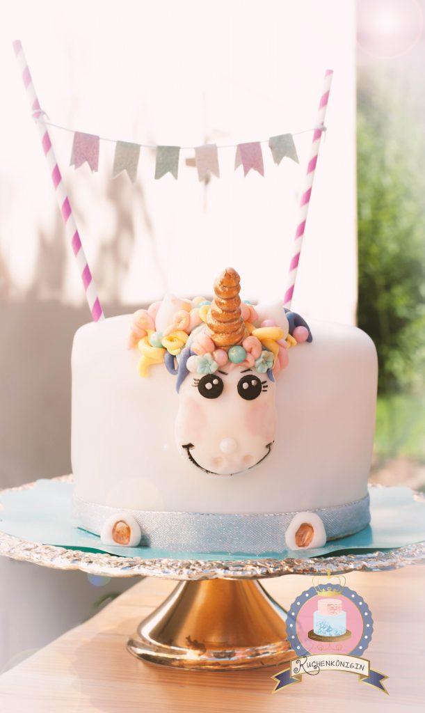 Kuchenkönigin Einhorn Geburtstag Unicorn Birthday Cake Torte Kuchen Glitzer Regenbogen Rainbow Schokolade Straciatella