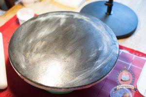 Kuchenkönigin Vintage Chabby Chic Chalkboard Wedding Hochzeit Torte Hochzeitstorte Cake Decorating Dahlien Tafelkreide Fondant Zuckerblüten Salted Caramel Laktosefrei Minus-L Cake Board Tutorial