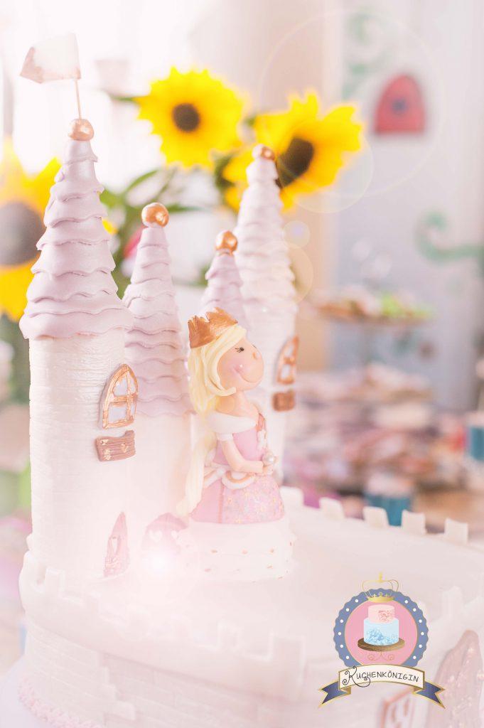 Kuchenkönigin Knight Princess Fairy Tale Ritter Prinzessin Fondant Torte Cake Castle Rosa Schwerter Kekse Cakepop Cupcake Birthday Geburtstag