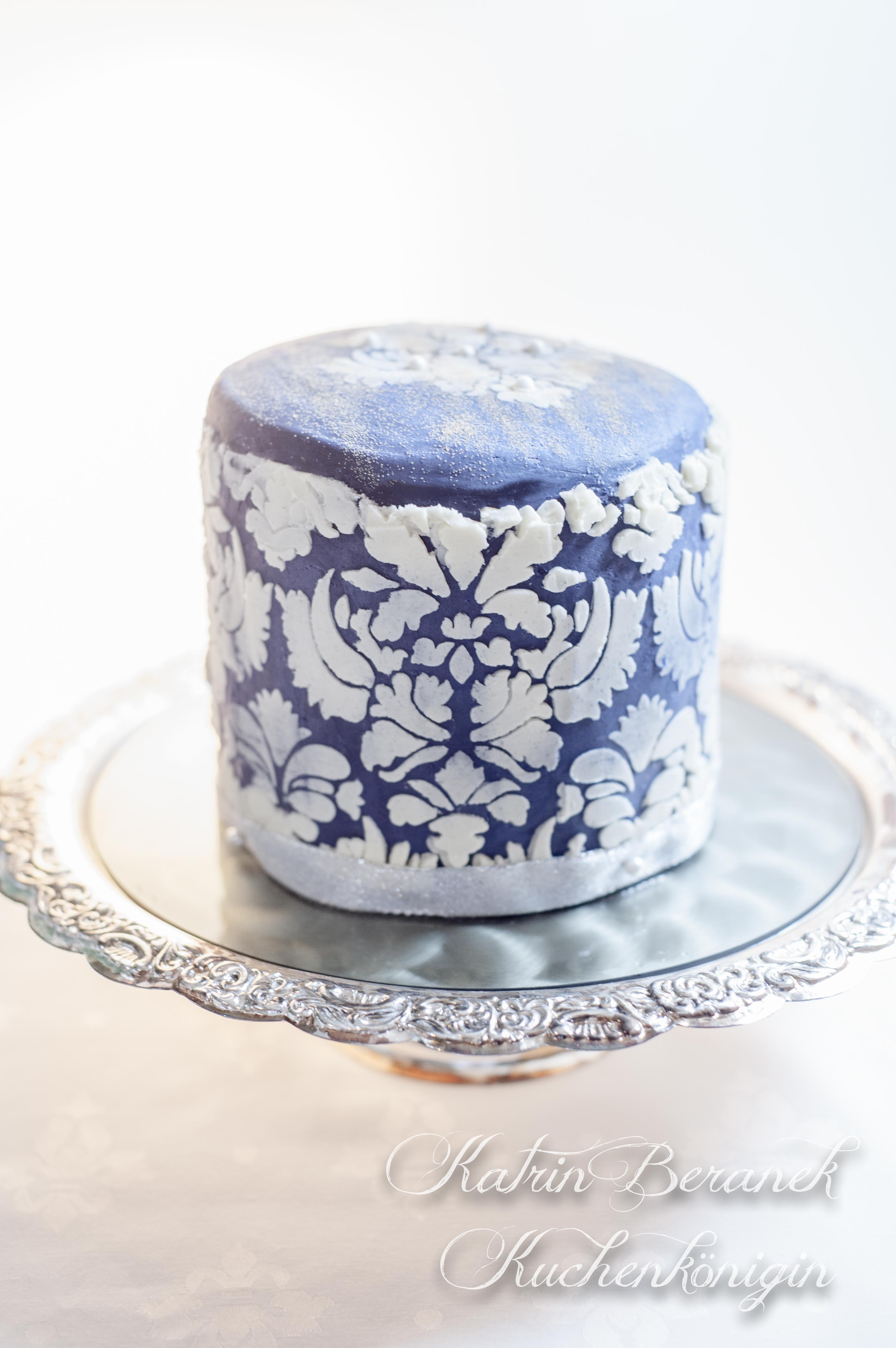 Kuchenönigin Cake Stencil Technik Schablone Torte Backen Tutorial Rezept Buttercreme
